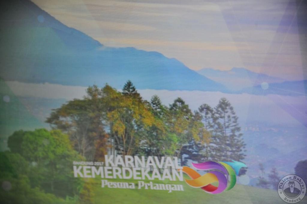 Kenakan Pakaian Adat Sunda, Presiden Jokowi Jadi Endorser Utama Karnaval Kemerdekaan Pesona Parahyangan 2017