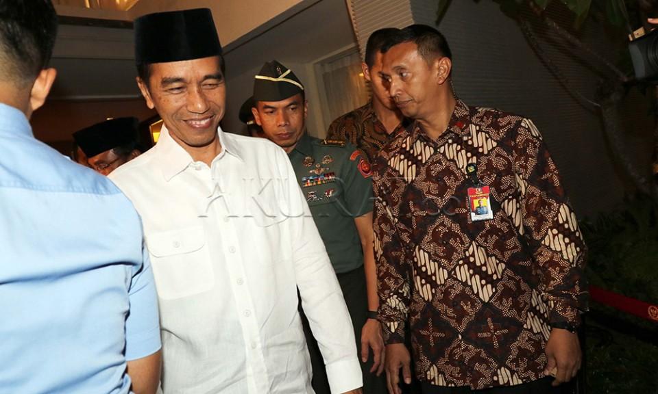 Terbang ke Jatinangor, Jokowi Lantik Praja IPDN