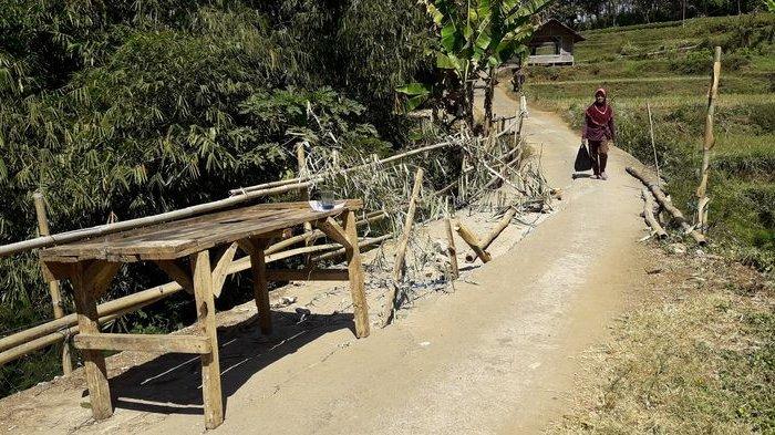 Warga Galang Dana Untuk Perbaiki Jembatan yang Hubungkan 2 Kecamatan desa Cilayung di kecamatan Tanjungsari dan desa Cileles di kecamatan Jatinangor
