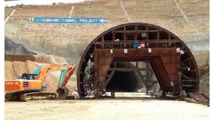 Buntut Pelecehan Bendera Merah Putih, Pembangunan Terowongan Cisumdawu Terhenti