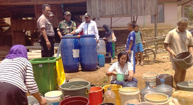 Sebulan, Haurngombong Sulit Air Bersih