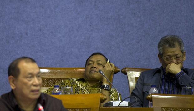 Ini dia Anggota DPR Komisi Pendidikan Yang Merokok Saat Rapat