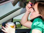 450.000 Kecelakaan Terjadi Karena Wanita Sibuk Makeup di Dalam Mobil
