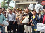 Bagikan Ratusan Helm di Unpad, Kapolres Sumedang Biar Mahasiswa Tertib