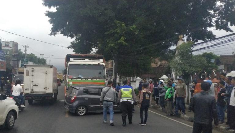 Truk Sapu 2 Minibus di Jatinangor, Korbannya Mahasiswa dan PNS