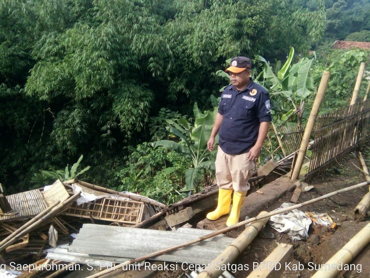 Empat Bangunan Ambruk Akibat Pergeseran Tanah di Jatinangor