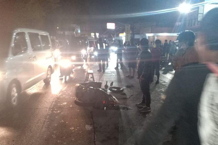 Lindas Jalan Berlubang, Pemotor Tewas Tergilas Bus di Jatinangor