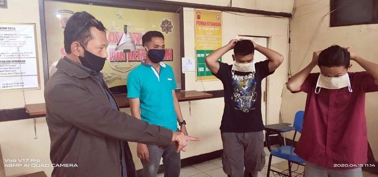 Bagikan Masker dan Sanitizer, Polsek Jatinangor Gencar Edukasi Warga Cegah Corona