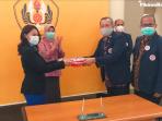Hikmat Kurnia Serahkan Jabatan Ketua IKA Unpad kepada Irawati Hermawan