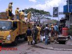 Antisipasi Banjir, Tumpukan Sampah di Wilayah Jatinangor Dibersihkan