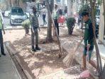 Pelanggar Protokol Kesehatan Dijatuhi Hukuman Bersih-bersih Halaman Kantor Kecamatan