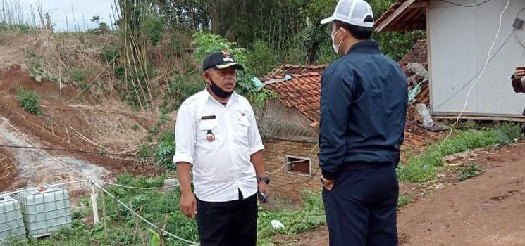 Terdampak Tol Cisumdawu, Jalan Desa Cilayung Menjadi Becek dan Licin